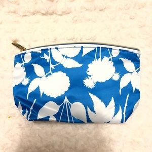 NWOT Estee Lauder cosmetic bag